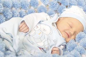 宝宝出现睡眠少时,需要怎样护理?