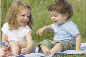 爸爸妈妈带孩子逛公园应该注意的安全防护问题