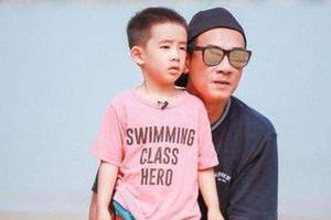 陈小春迷之视角拍儿子 Jasper被大风吹到露肚皮