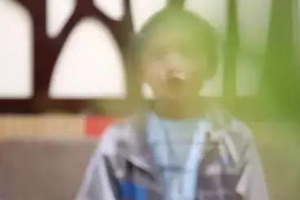 10岁小学生内急林地排便 被地主人强迫吃掉排泄物