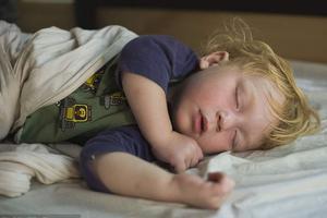 宝宝睡不好影响健康 怎么才能让宝宝睡的香