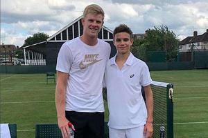 贝嫂为儿子花3万英镑造球场 欲培养成网球界小贝