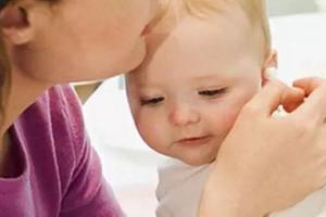 到底要不要给宝宝掏耳朵?告诉妈妈们正确处理耳屎的方法!