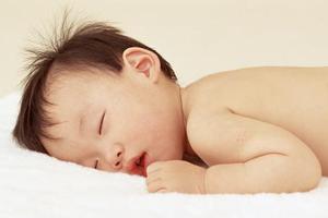 宝宝出疹子时,需要怎样护理治疗?