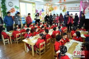 资料图:幼儿园举行家长开放日活动。 武俊杰 摄