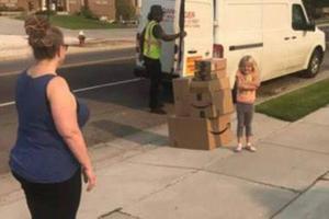 6岁女孩用妈妈账户买300美元玩具 还送货上门