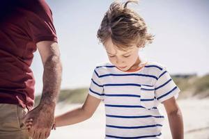 儿子留下绝交信23年不回家:父母位置摆不正,孩子悲剧一生