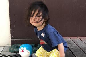 陈冠希晒Alaia照片 发型凌乱随性挡脸酷帅十足