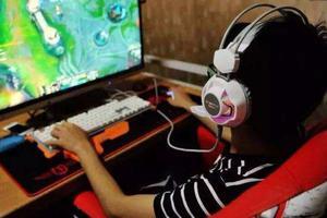 调查称开学后学生玩心难收 家长抱怨:都赖网游