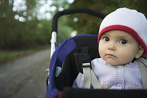 研究表明:孩子坐婴儿车 易受尾气危害