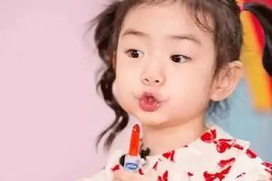 戚薇女儿萌炸天:好好打扮孩子,有多重要?