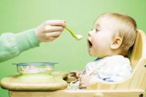 母乳宝宝什么时候可以添加缺铁的辅助食物