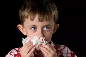 秋冬孩子总流鼻血,可能是这几个因素导致