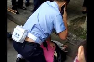 男子当街抢小学生100元 结果跑不到百米就被按倒