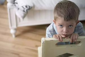 四岁男孩竟喂弟弟吃下三枚钉子,原因扎了无数父母的心!