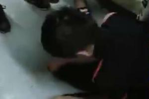少年在宿舍遭6人轮流殴打:被逼下跪 始终一声不吭