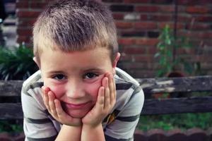 男孩开学四小时就被劝退,校方的理由让所有家长深思