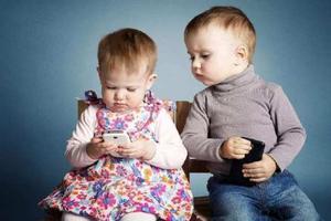 权威报告:沉迷电子产品不利于儿童大脑发育