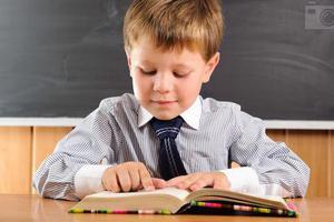 外媒:家中堆满书有助于孩子识字与数学学习