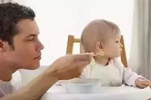 """吃得太精细 孩子长出""""双排牙"""""""