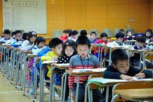 報告顯示:香港中小學生中英數3個科目表現平穩