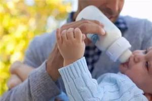 研究称母乳和配方奶粉对婴儿体内微生物群影响不同