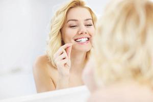 给个痛快话:刷牙到底要不要沾水?