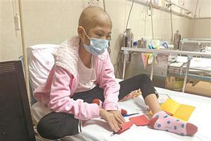 """11岁女孩患重病 父亲扛病送水只因""""绝不放弃"""""""
