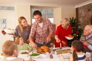 家里有客人来访如何教育孩子得体迎接?