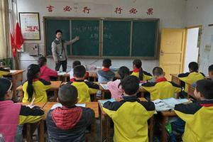 调查:香港教师常带病上课 每周工作51小时创新高