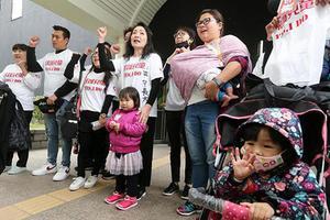 台虐童案频发民众包围警局 台当局被批:无能怠惰