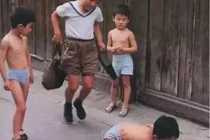 36年前日本人偷拍的中国孩子,第一眼我就惊呆了!