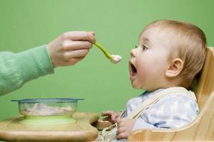 """一岁后 少喂""""软食"""""""