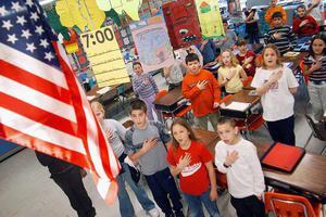 美国1男童在校不配合效忠国旗宣誓 面临刑事起诉
