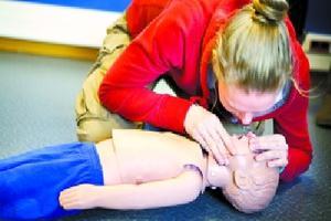 孩子发生意外怎么办?儿科专家教您解救办法