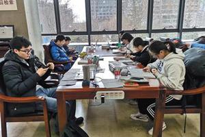 """中小学开学临近 """"补作业机器人""""现身"""