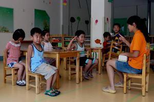 幼儿园作业:让孩子画出自家车标,家长机智回应