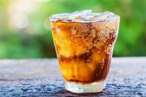 碳酸饮料会化牙?是真的吗?