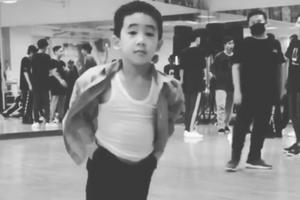 Jasper学爸爸秀舞技 陈小春:是时候回去读书了
