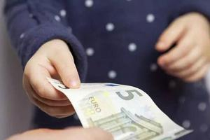 父母应该告诉孩子钱是什么