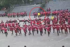 女童死亡的小龙武校:监控下教练20分钟打6次学生