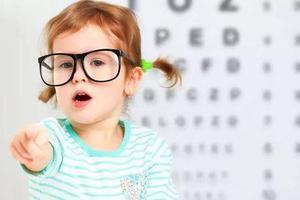 近视发病低龄化趋势明显 揪心的家长:什么招儿都用了