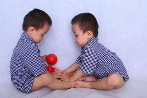 双胞胎妈妈自述 | 多一份爱没那么容易,但也不难
