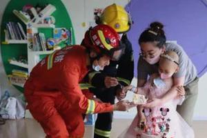 """4岁女童患重病梦想成为消防员 生日会上""""圆梦"""""""