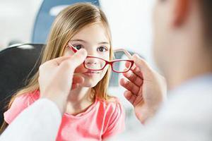 近视还治愈不了 想防控近视专家给4点建议