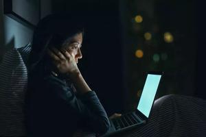32岁妈妈熬夜3年突发耳聋:你以为你熬的是夜?#31185;?#23454;是命!