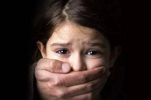 被性侵的576个小时:女儿,这个世界?#38505;?#30340;有魔鬼
