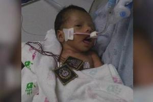 被强行从子宫取出的美国婴儿睁开眼睛 网友:欣慰