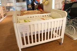 """母婴周刊:儿童床护栏竟成""""宝宝杀手"""" 你家有在用吗?"""