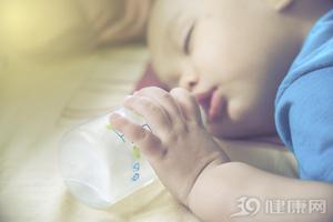 睡觉会把头睡扁 宝宝睡姿要经常更换